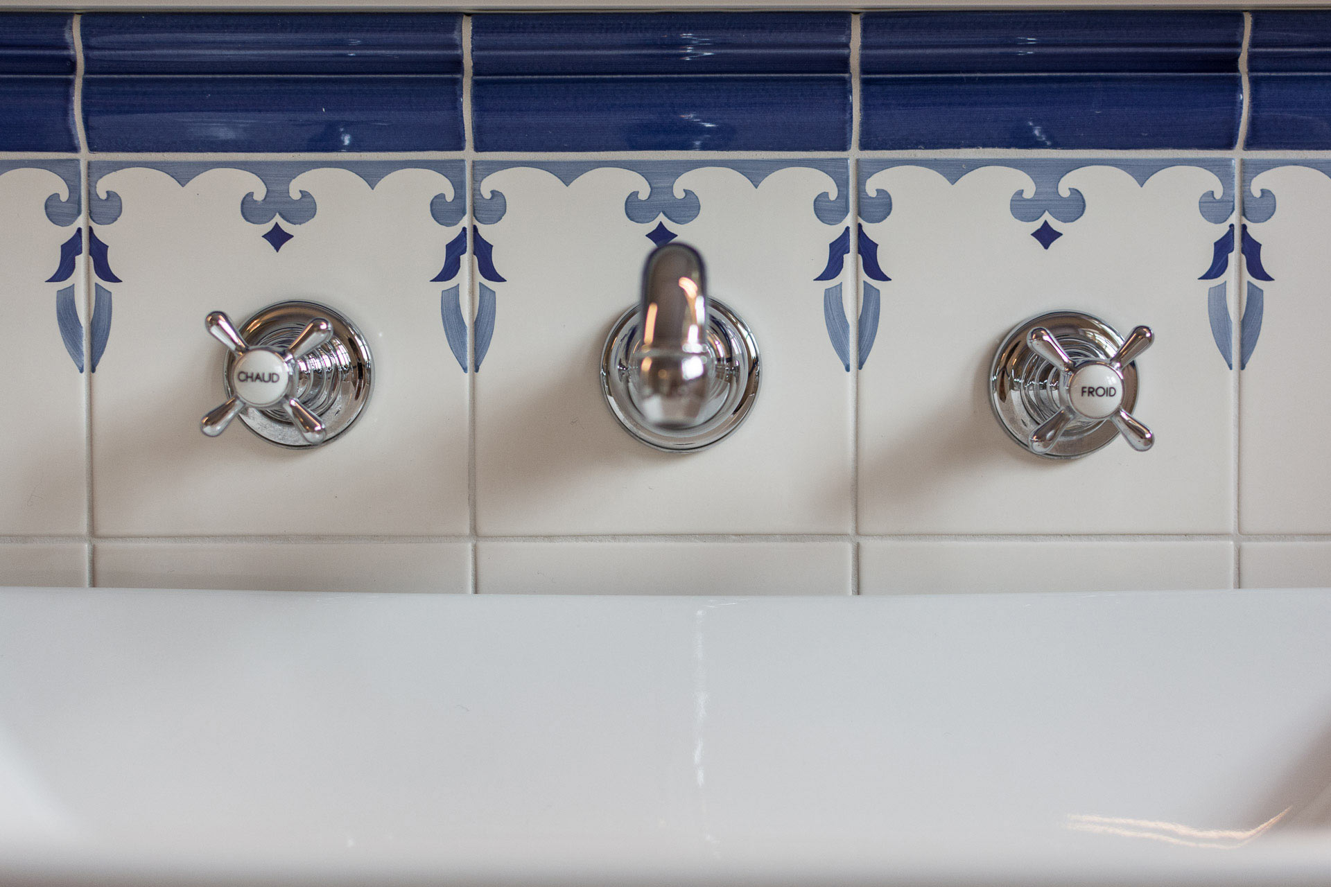 Badausstellung - Ceramica Blu Fliesen handbemalt vivante Design
