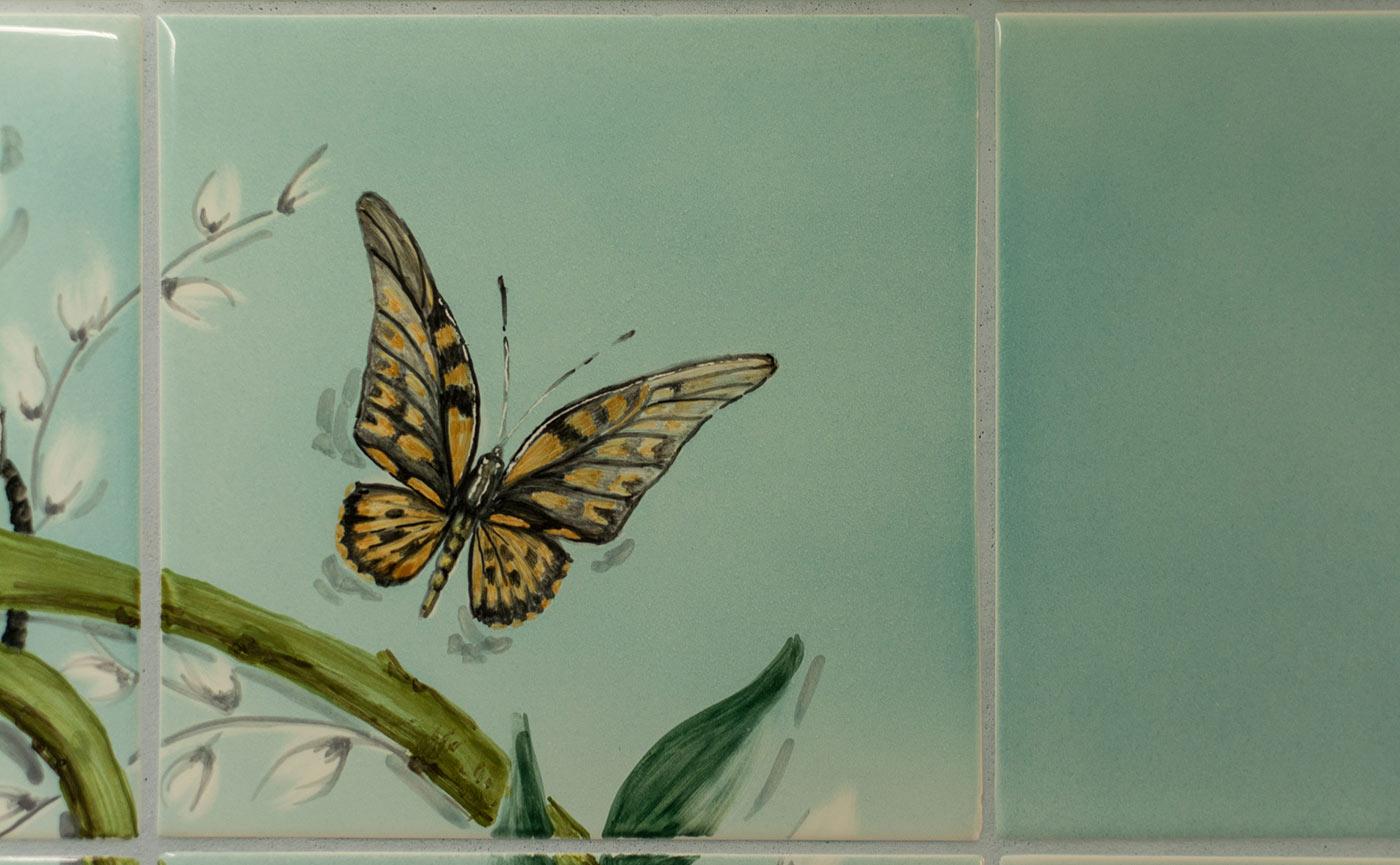 handbemalte Fliese mit Schmetterling
